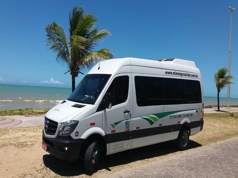 Locação de vans para viagens as praias